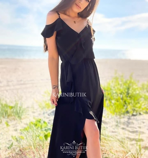 Õhuline kleit lõhikuga