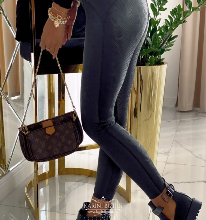 Ussimustriga püksid